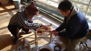 20111126_tukudatakechan_stool_cours