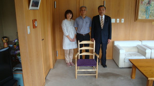 20130521_arm_chair_present_002