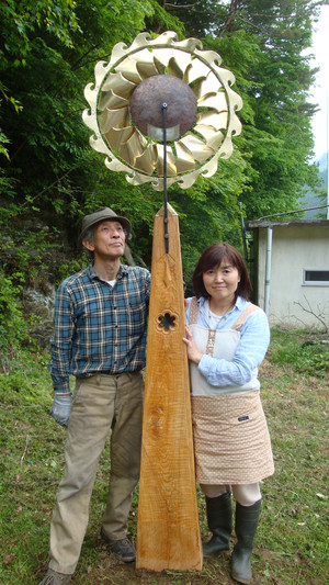 20140526_wind_mill2and_chikens_032